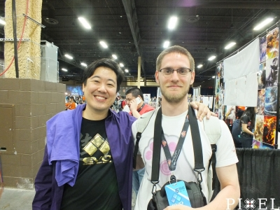 "Bal oldalt a képen a legendás ""Street Fighter"" kommentátor: James Chen"