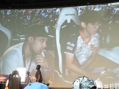 """""""TEKKEN 7"""" mérkőzés közben: bal oldalt """"A F0xy Grampa"""", a világ egyik legjobb Mortal Kombat X játékosa — jobb oldalt a többszörös bajnok [EchoFox] JDCR"""